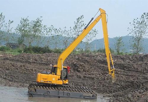 大型水挖机河道疏浚作业
