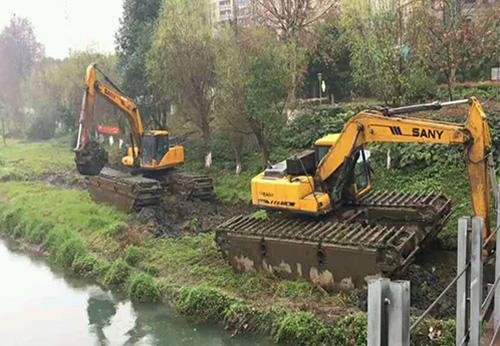 水上挖掘机湿地作业